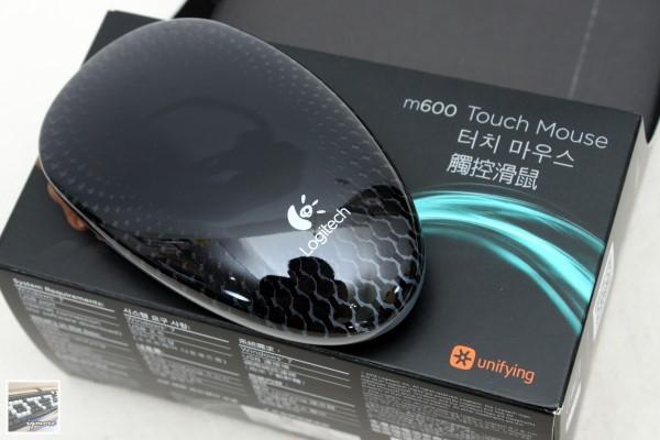 羅技 Logitech Touch Mouse M600  觸控滑鼠 評測,可決定AA電池安裝數量