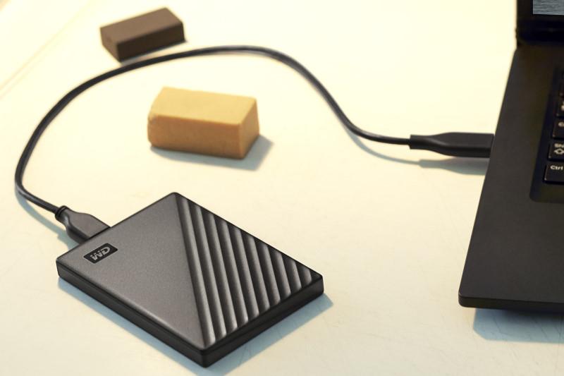WD推出旗下最輕薄的WD My Passport 5TB 外接式硬碟