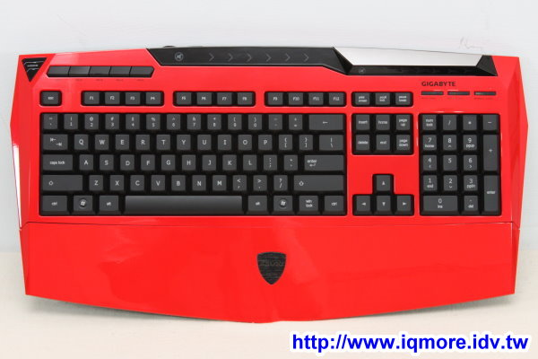 技嘉 (GIGABYTE) Aivia K8100 薄膜式背光電競鍵盤評測 (*影音評測)