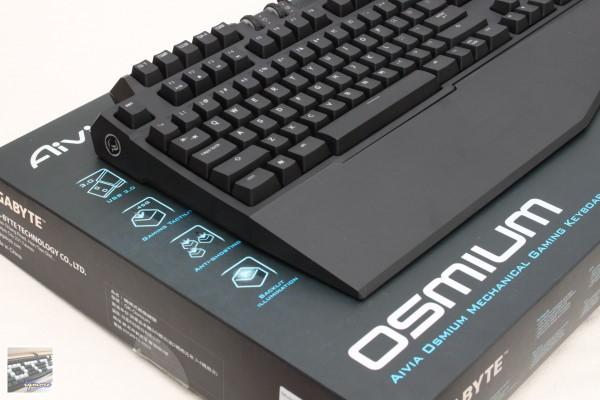 GIGABYTE Aivia Osmium 電競機械式鍵盤 Sample 工程樣品評測,提供USB 3.0埠
