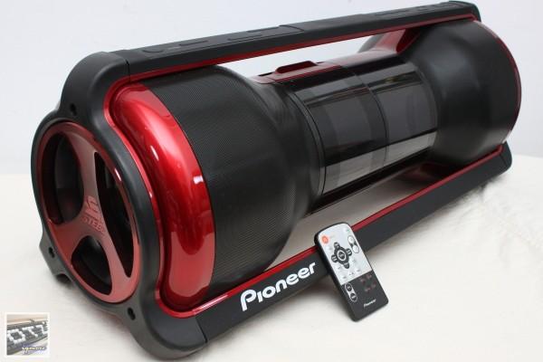 Pioneer (先鋒) STEEZ Crew STZ-D10Z-R 便攜式手提音響,可對應iPod、iPhone播放